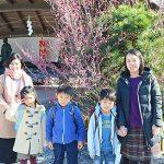 白鷺神社にてランドセル祈願をしたママさんとお子さんたち